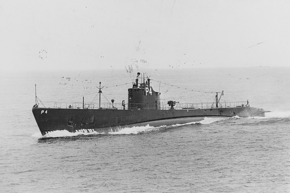 USS Tarpon underway on the surface